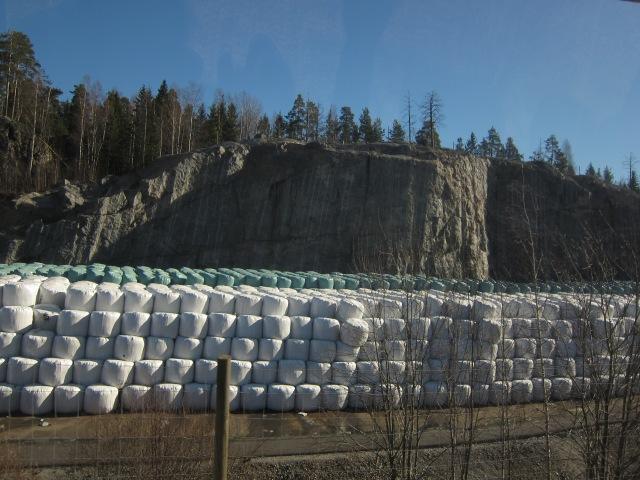 Kasa paaleja Ämmässuon jätteenkäsittelyasemalla