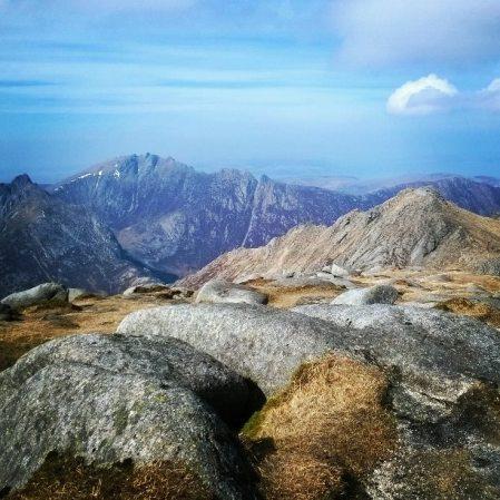 Goatfellin, Arranin saaren korkeimman vuoren, huipulla.