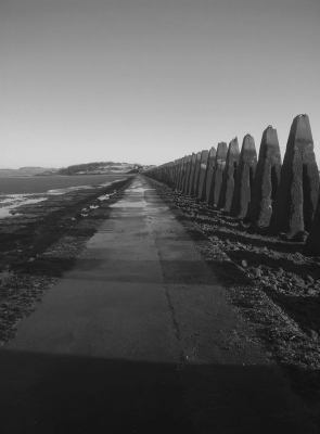 Laskuveden aikaan Edinburghin lähellä sijaitsevalle Cramondin saarelle voi kävellä.